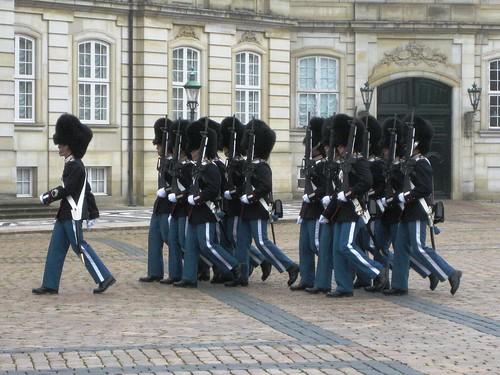 Copenhagen Changing of the guard 27sept10-04