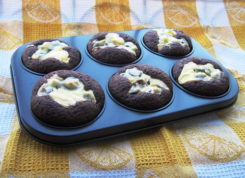 Chocolate cream cheese muffins