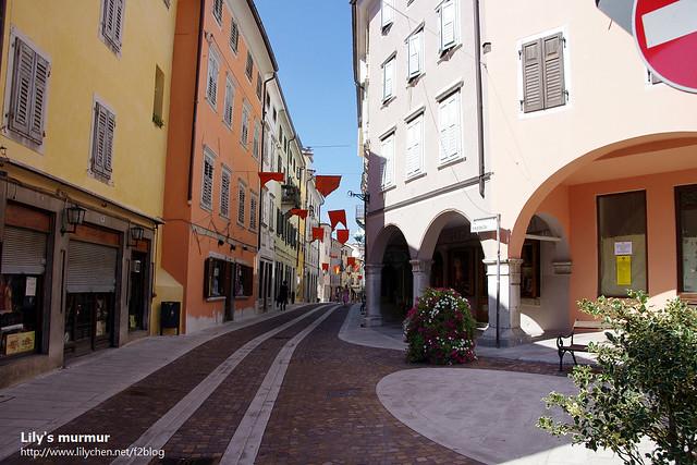 又是Gorica街道,不過這條街上有不少商店,但是都休息中~