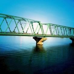 先日、車窓から見た橋