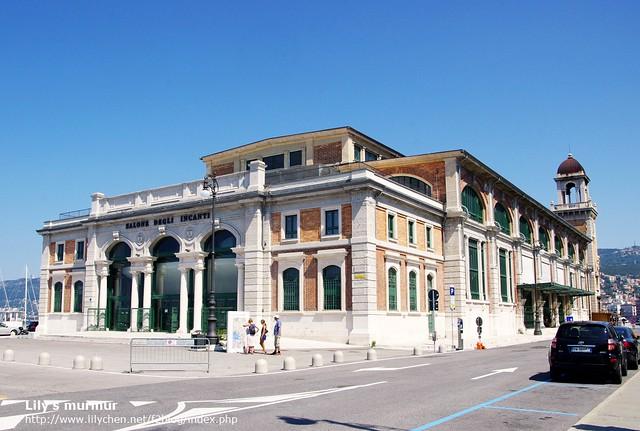 Trieste碼頭旁邊的建築,不知道這棟是什麼...