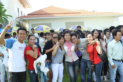 large_200810014432_Tranh thủ chụp vào pose trước khi vào thi