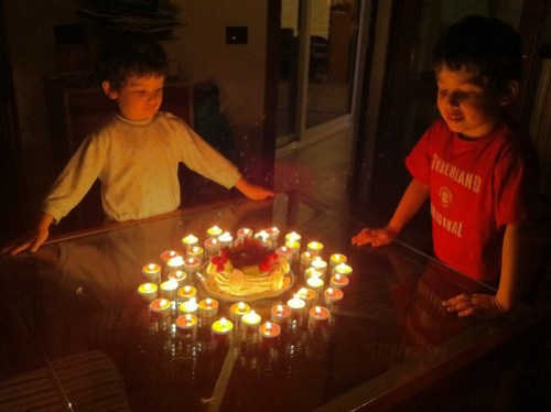 Due aiutanti per 42 candeline