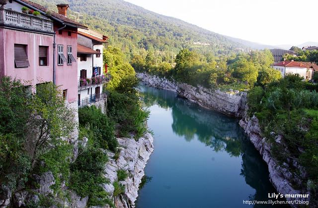 這就是美麗的Soca河,藍綠色的美麗河水,是歐洲最美麗的河水之一。有沒有像屋來的桶后溪呢?