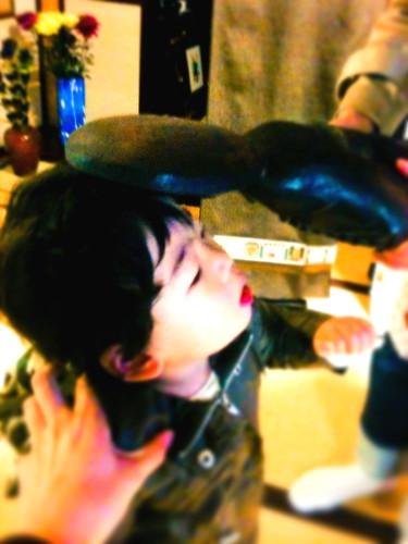 中島家の明見菩薩で頭をナデナデされる息子ちゃん