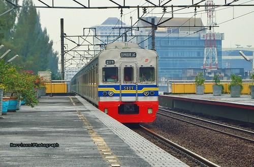 Kereta Rangkaian Listrik (KRL)