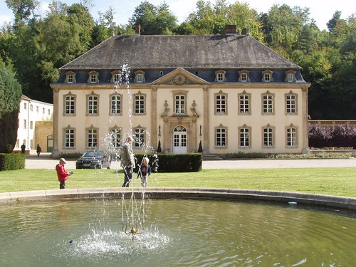 201009190093_chateau-front