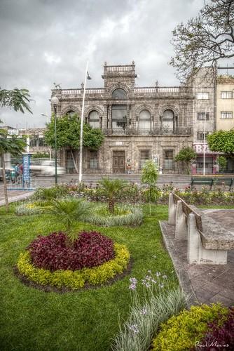 Jardin y fachada Casa de los Perros