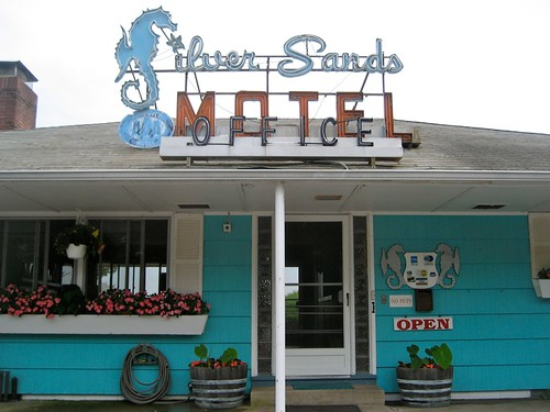 Silver Sands Motel Sign