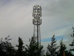epsom racecourse mobile phone mast