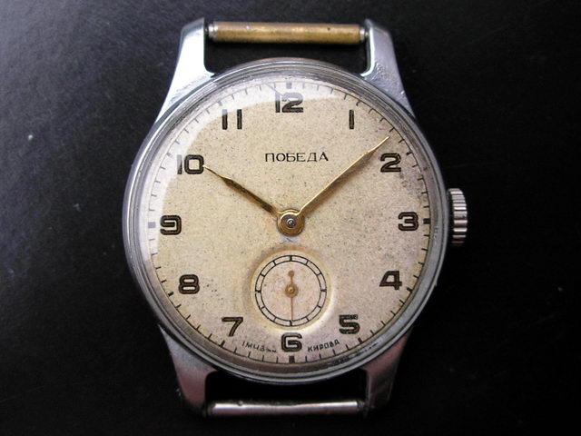 ea4c845a8 Al parecer la Rusia revolucionaria no tenía una manufactura de relojes. No  es que no hubiera fábricas en la URSS de la primeras décadas del siglo XX,  ...
