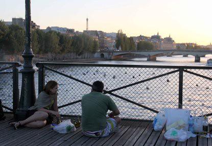 10g15 Atardecer Pasarela Pont des Arts y otros056 variante Pareja