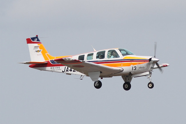 Civil Aviation College Beech A36(JA4213)