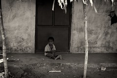 alone_child_and_door