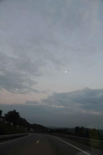 10h17 Perpignan046 La noche la luna la carretera