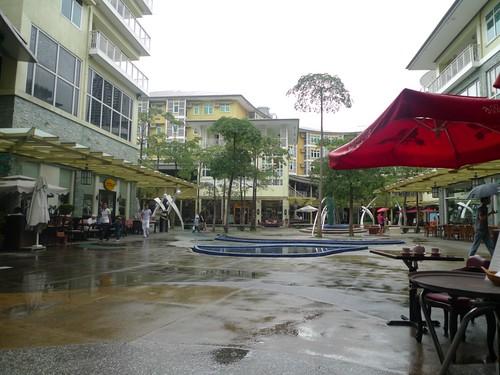 Serendra Piazza, after the rain