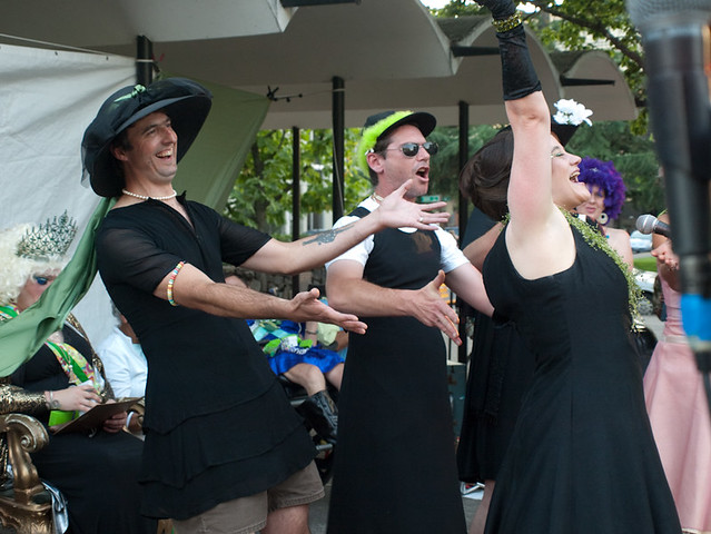 Holly GoSlugly and her backup singers singing Slug River