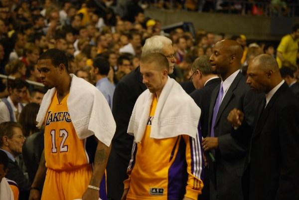 Decepción en los Lakers tras la derrota