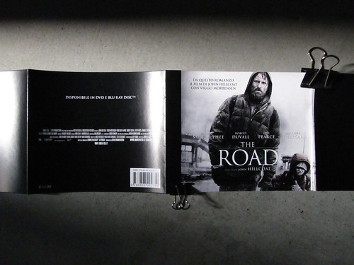 La strada, di Cormac McCarthy, Einaudi 2010: fascetta pubblicitaria [2010] (part.)