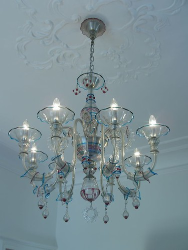201009190088_glass-chandelier