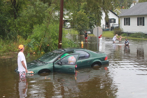 Elizabeth City - Flood - Family Retrieves Car