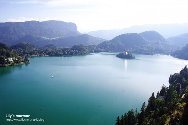 這就是美麗的Bled湖全景,中間有座天然的小島,上面有我前一篇文章提到的結婚教堂。真的是很美麗,斯洛維尼亞的綠寶石。