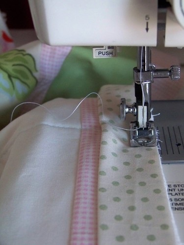 sewing quilt binding - sewing machine and thread