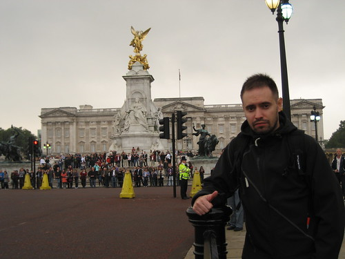 Día 1: Reino Unido (Inglaterra: Londres con Parlamento, Big Ben, Westmisster Abbey, Buckingham Palace, Hyde Park, Wellington Arch, Piccadilly Circus, St Paul's Cathedral, Millenium Bridge, etc).