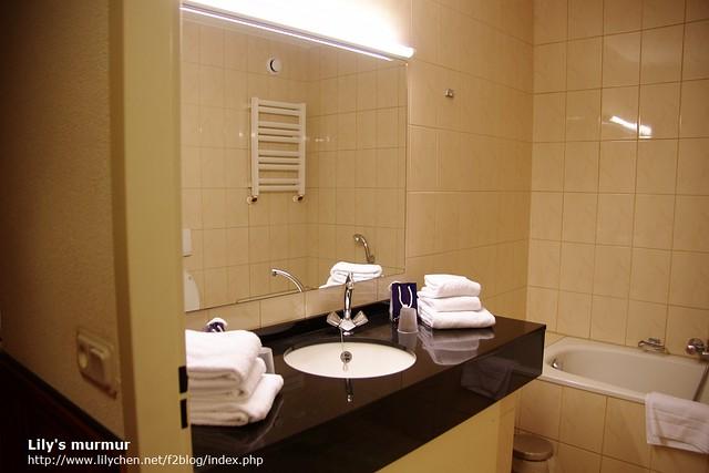 衛浴設備,是乾濕分離的喔,我沒拍到另外一個沖澡的乾濕分離區。但那天我也沒有心情泡澡就是了...