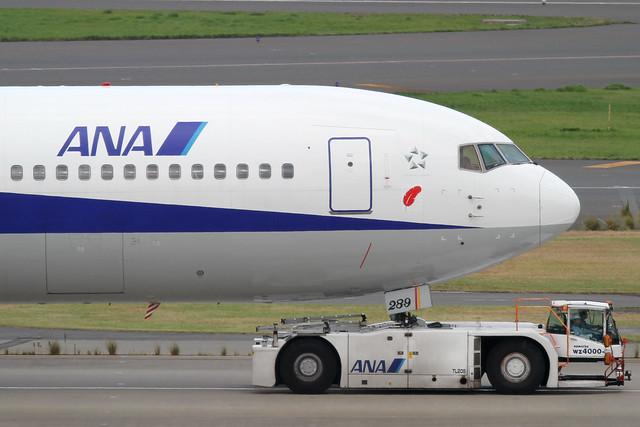 ANA B767-300(JA8289)
