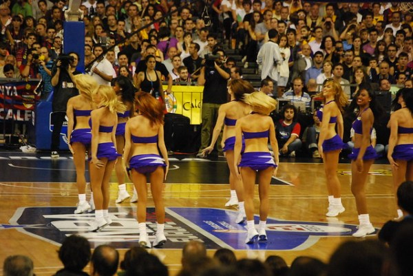 Las cheerleaders de los Lakers