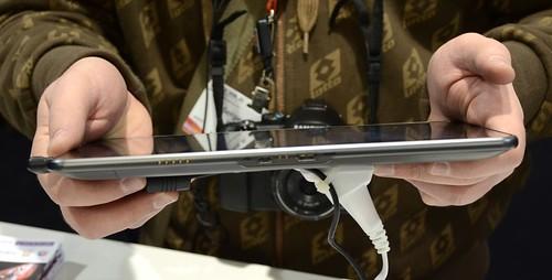 MWC 2011 LG Optimus Pad - первый в мире 8,9-дюймовый планшет с 3D-камерой на Android OS 3.0 (видео)