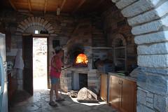 Naxos: Anheizen des Hausofens