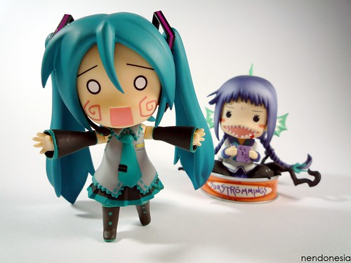 Miku looks scared to see Tooko's youkai form