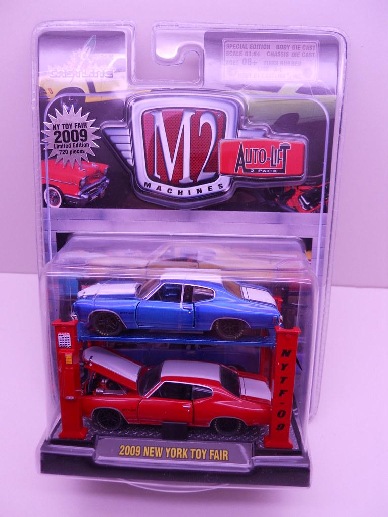 m2 2009 New york toy fair 2 car lift (1)
