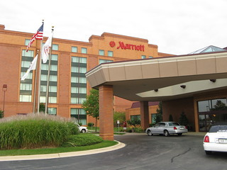 Chicago Marriott Northwest: Entrance