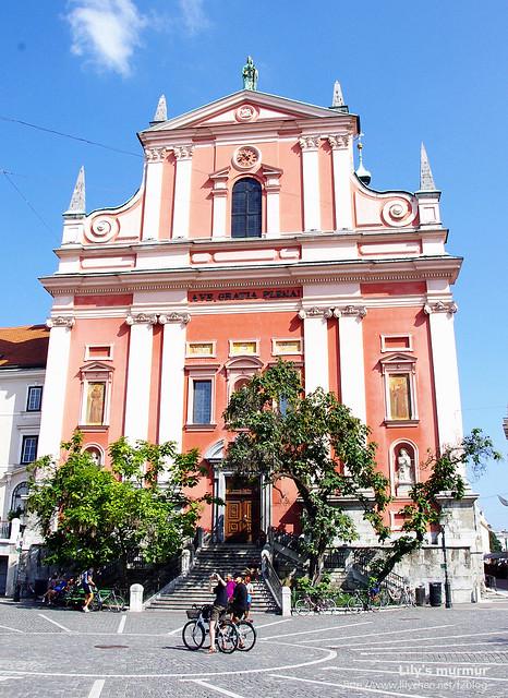 這就是Franciscan church of Annunciation教堂囉!Ljubljana的地標之一。