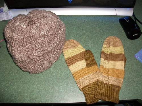 Handspun hat and Cabobble Mittens