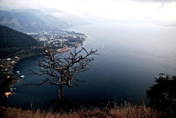 Panajachel desde Entre Nubes