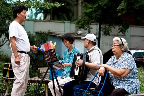老年人唱歌