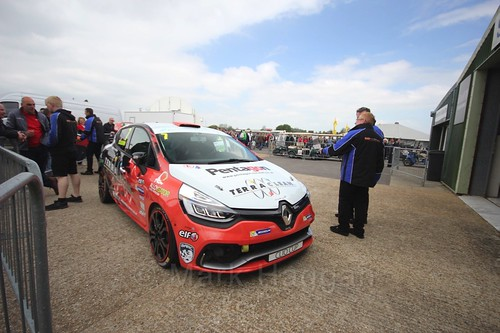 James Colburn's Renault Clio at Thruxton, May 2017