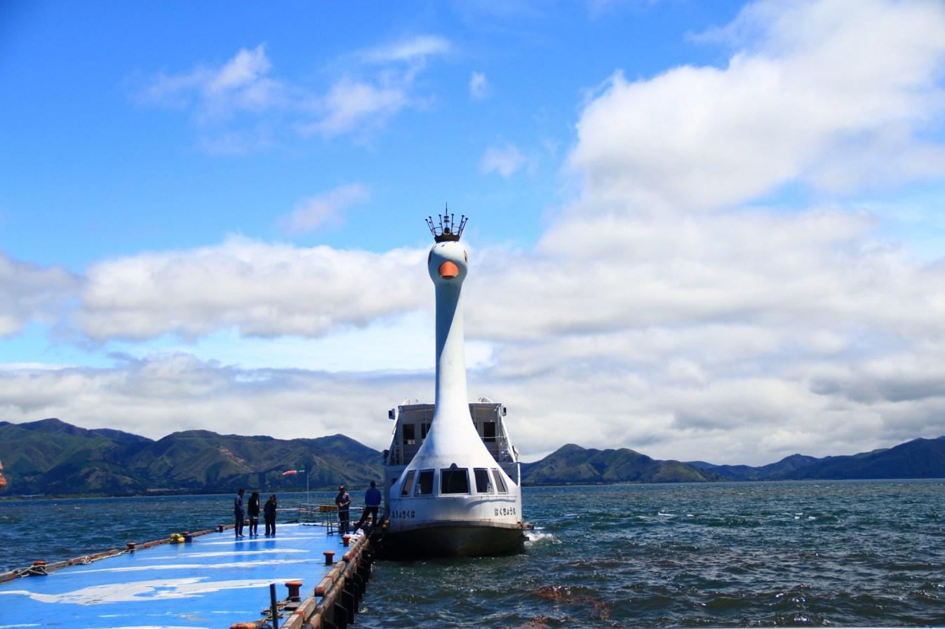 [福島.景點]豬苗代湖Lake Inawashiro-ko~一年四季皆適合遊玩的景點.搭天鵝船遊湖賞翁島.眺望磐梯山 @VIVIYU小世界