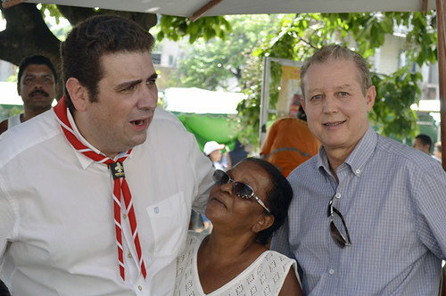 Marcos Vinícius Bizarro, moradora e José Maria Facundes - Aniversário de Coronel Fabriciano - Praça da Bíblia - 21-01-2017 - Foto Emmanuel Franco (15)