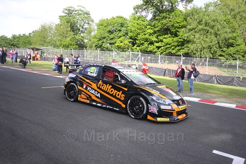 Gordon Shedden heads on to the grid at Oulton Park, May 2017