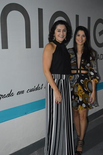 Carina e sua estilista, Flávia Maciel