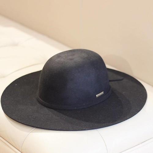 É a hora deles, chapéus de feltro! Use em um evento ao ar livre , com vestidos e botas