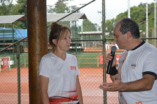 Os agradecimentos de Luciano Araújo à coordenadora do evento, Tereza Junqueira