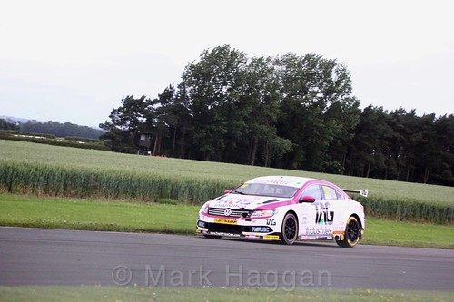 Mike Epps in BTCC action at Croft, June 2017