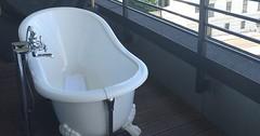 """Die Badewanne. Die Badewannen. Normalerweise findet man Badewannen in Badezimmern, aber es gibt Ausnahmen. :-) • <a style=""""font-size:0.8em;"""" href=""""http://www.flickr.com/photos/42554185@N00/35082860386/"""" target=""""_blank"""">View on Flickr</a>"""