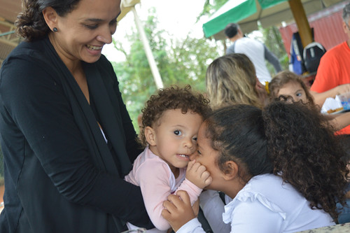 Gisele Diniz com as filhas Ana Luiza e Sofia